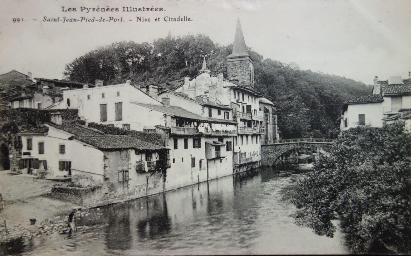 Eglise Notre Dame de l'Assomption , Saint-Jean-Pied-de-Port ( Pyrénnés-Atlantiques 64 ) AA
