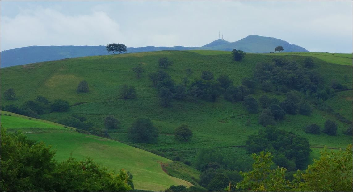 Pic de Garralda depuis Saint-Esteben ( Pyrénées-Atlantiques 64 ) AA Rando