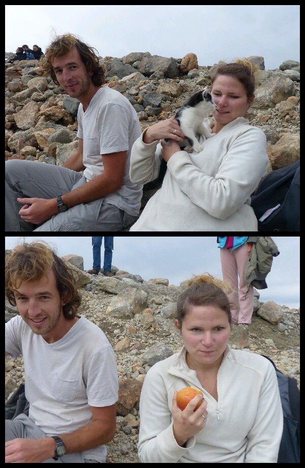 un petit gouter sain au sommet. En compagnie de Djumbo, le chaton de 3mois d'un mec qui l'emmene partout avec lui. Forcement la pause calin s' impose.