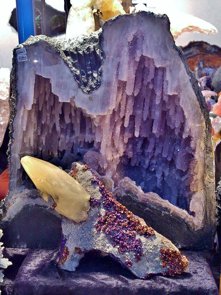 Calcite, Chalcopyrite from Sweetwater mine, USA and Amethyst Géode (Munich show 2013)