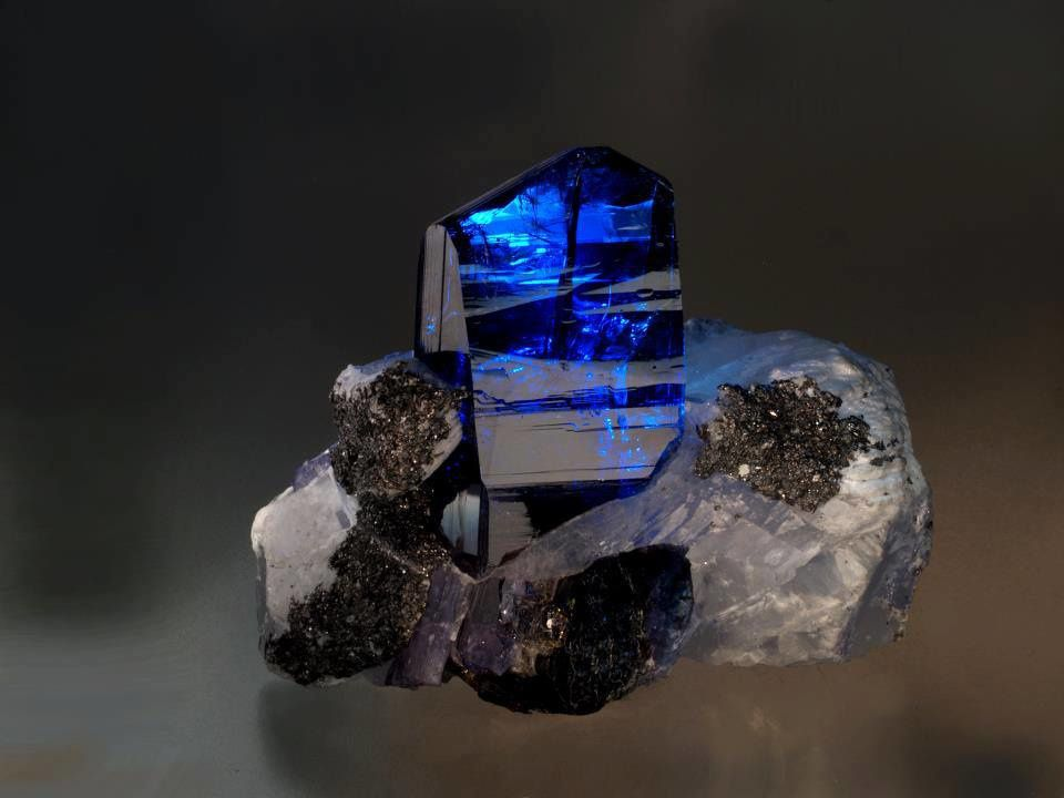 Tanzanite (Photo: Malte Sickinger)