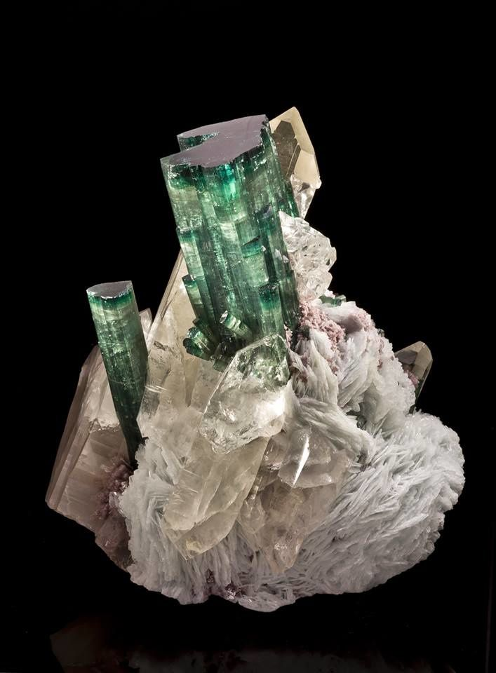 Green Tourmalin on Quartz (Joe Budd Photography)