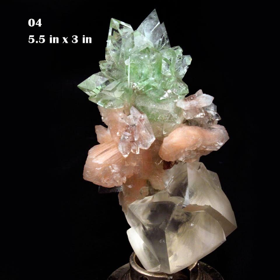 Fleure d'Apophyllite verte sur Stilbite et Calcite de Sawda Mine, Jalgaon, Inde (pièce du Musée Gargoti en Inde)