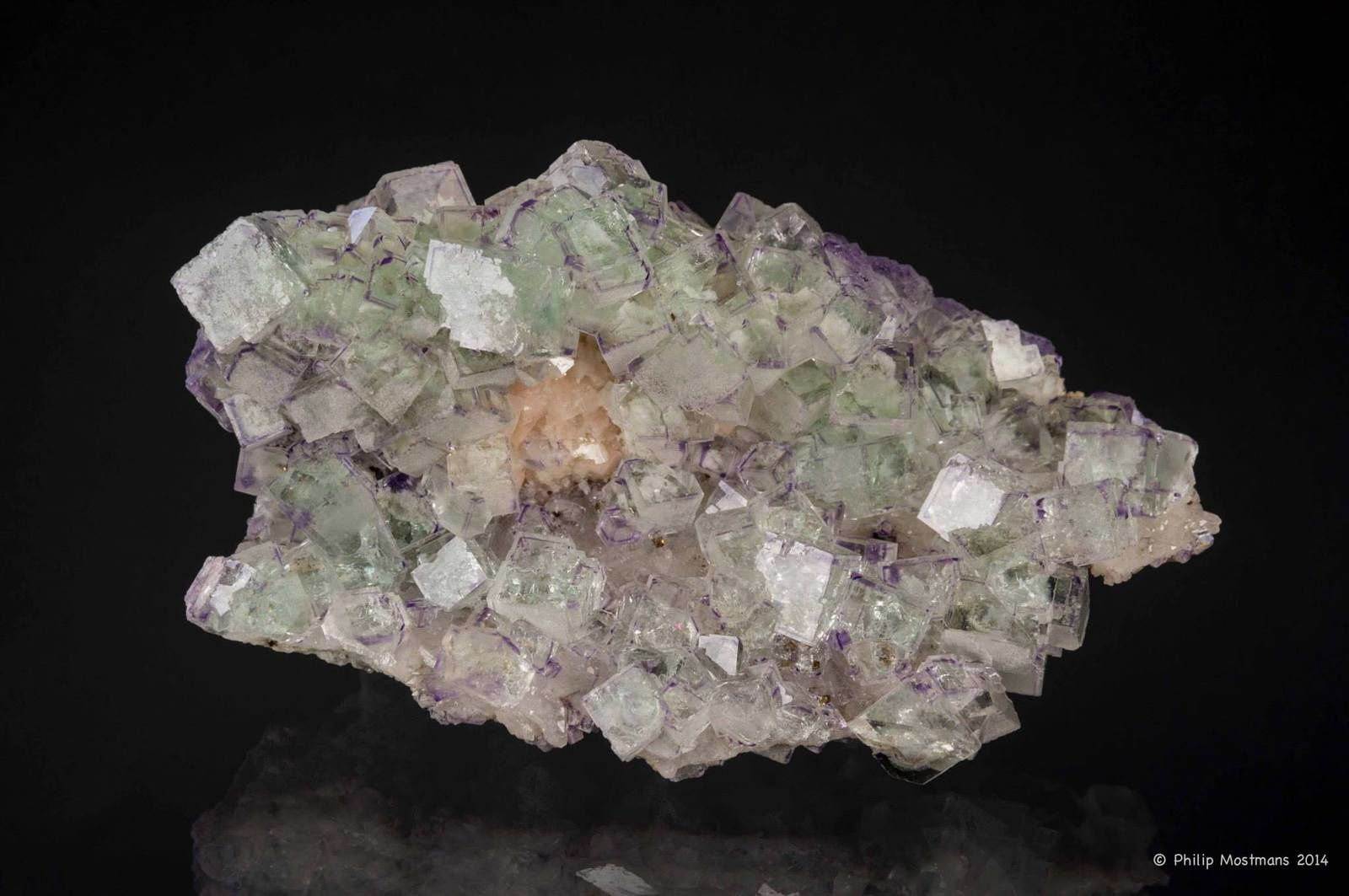 Fluorite Dolomite Chalcopyrite from Shangbao mine, Hunan, China (collection et photo de Philip Mostmans)