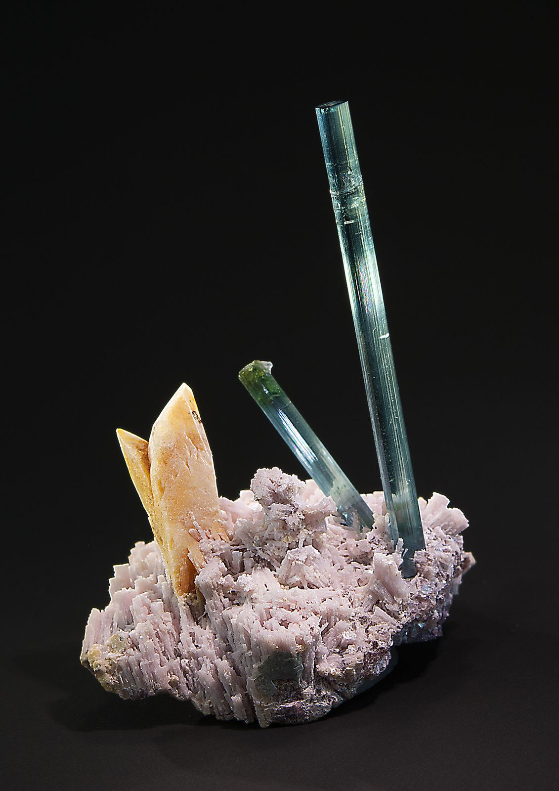 "Tourmaline and Herderite from Golconda Mine, Minas Gerais, Brazil (pièce de ""Saphiraminerals"")"