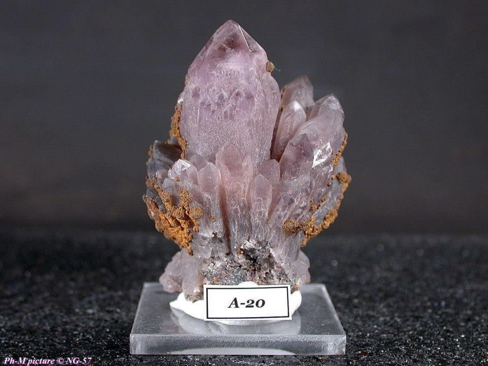 "Amethyst from Turt Mine, Satu Mare Co., Romania (pièce de Philippe Michelin ""Twinminerals"")"