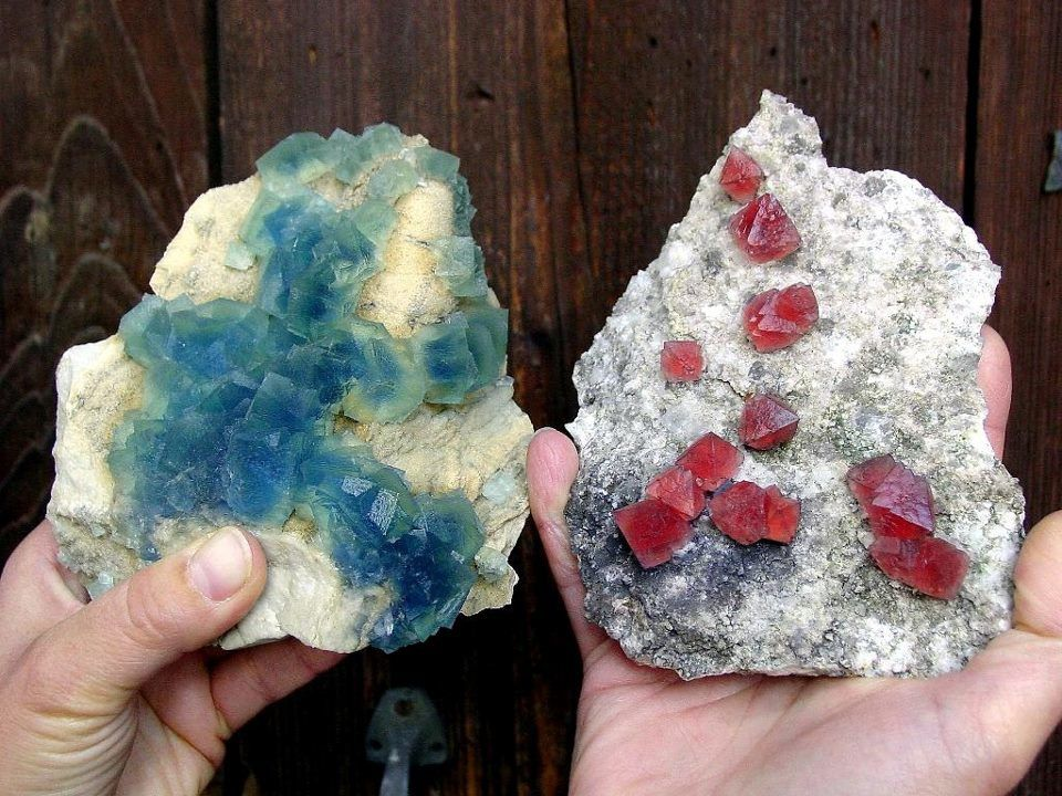 Fluorite left: Krimml, Pinzgau, Salzburg, Austria. Right: Pointe Kurtz, Chamonix, France (specimen and photo by Robert Brandstetter)