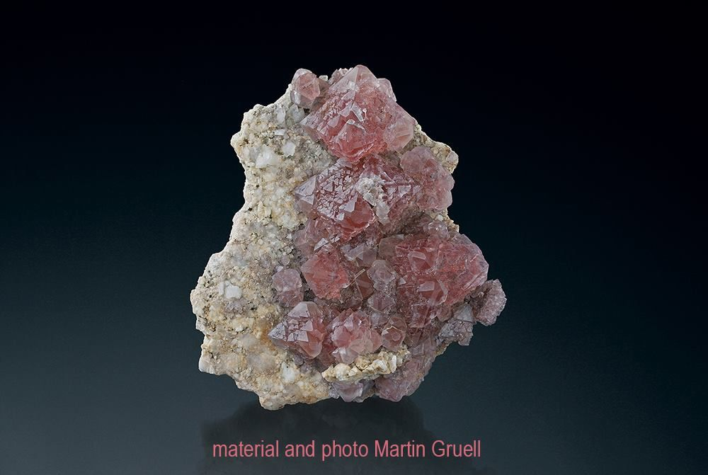 Fluorine rose et Quartz du Mont Blanc, Alpes, Suisse (specimen and photo by Martin Gruell)