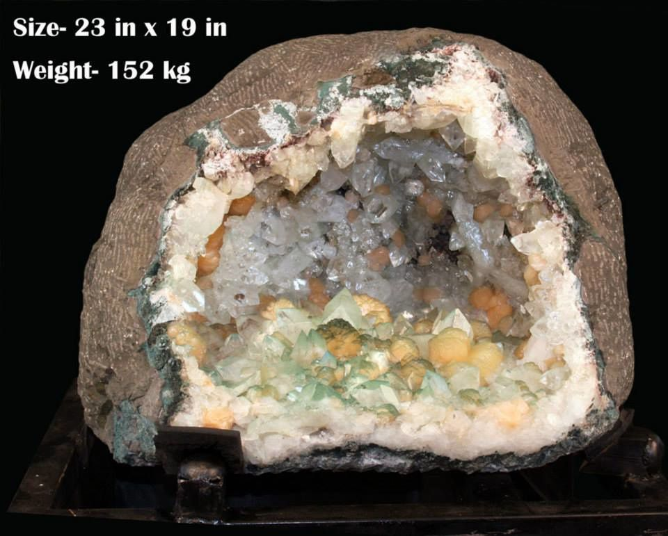 Big Geode Apophyllite Stilbite with Chlorite from India (pièce de Gargoti Mineral India)