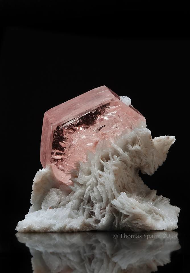 Morganite from Pakistan (photo by Thomas Spann)