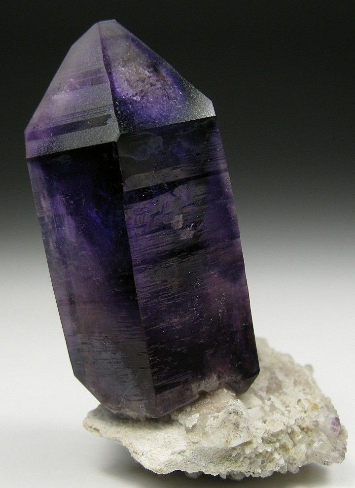 "Amethyst from Brandberg Mountains, Namibia (pièce de ""Jewels fine minerals"")"