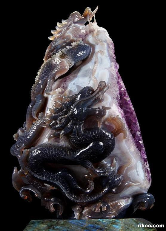 "Amethsyt Chalcedony carving Dragon (Specimen and Photo by ""Rikoo"")"