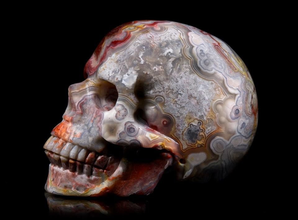 Red crazy lace agate skull (Photographer: Tommy Flynn - Tommy Skulls)