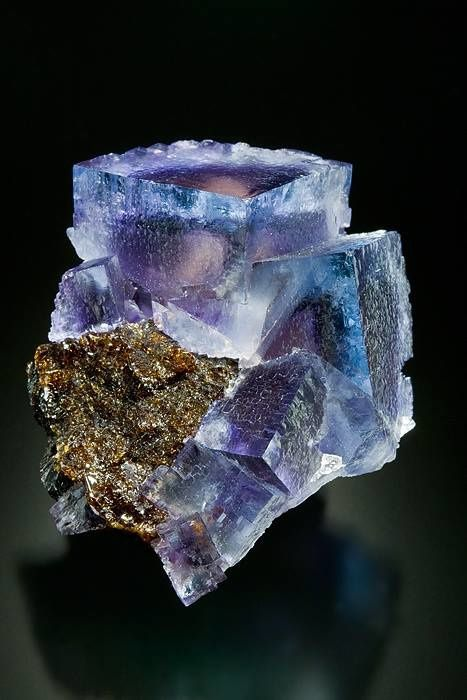 "Fluorite Cave in Rock, Illinois, USA (specimen and photo by ""Keysminerals"")"