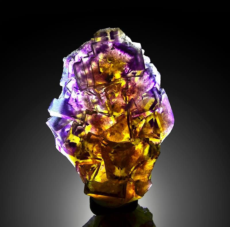 "Fluorite from Okorusu (specimen and photo de ""Grzegorz Piątek"" ""Crystal And Minerals"")"