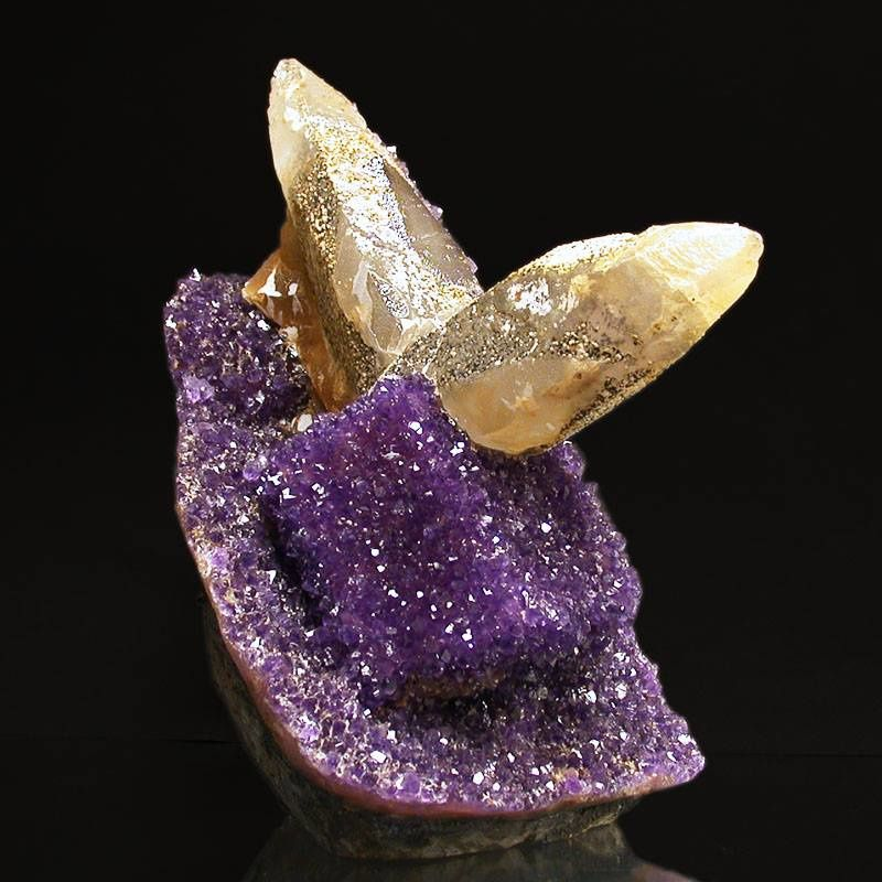 "Amethyst with Calcite from Uruguay (specimen and photo by ""Minerama"")"