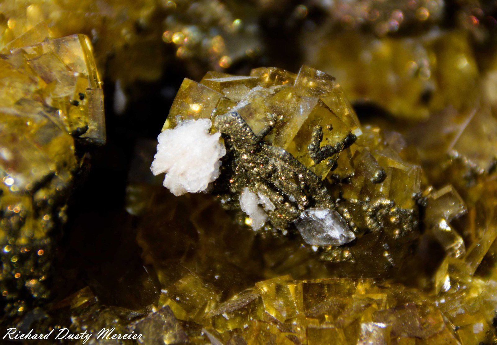 Yellow Fluorite with red Cinnabar inclusion with Pyrite, Calcite and Barytine from Moscona, Asturias, Spaine