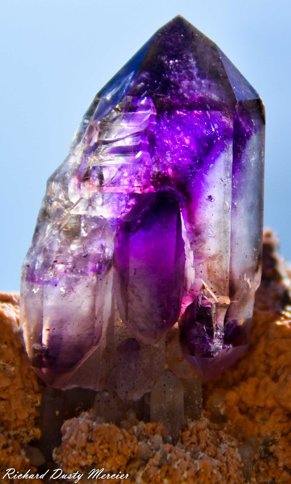 Amethyst (Améthyste) with Enhydro (inclusions d'Eau) from Tafelkop, Goboboseb Mountains, Erongo region, Namibia (size: Small cabinet)