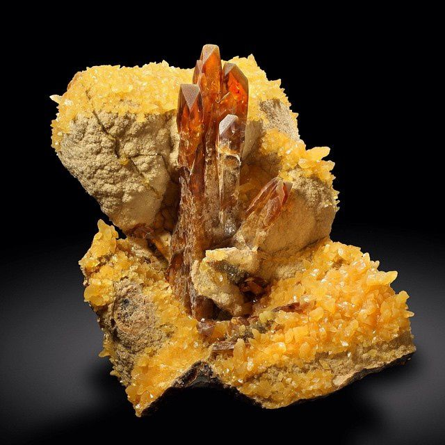 Barite and Calcite from ElkCreek, Meade Co, South Dakota, USA (specimen: Sunnywood, photography: Joaquim Callén)