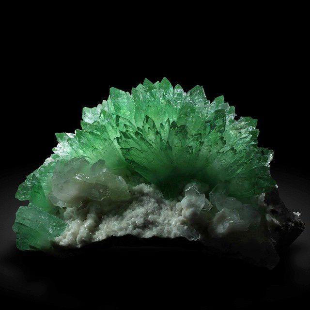 Fluorapophyllite from Jalgaon, Maharashtra, India (Specimen: Wendel, Photography: Joaquim Callén)
