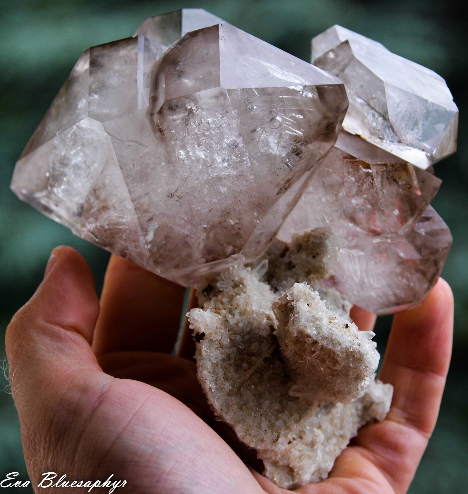 Bi terminated Quartz with Enhydro Water (inclusions d'eau) from Zagora Alnif, Morocco (Maroc) (size: Cabinet)