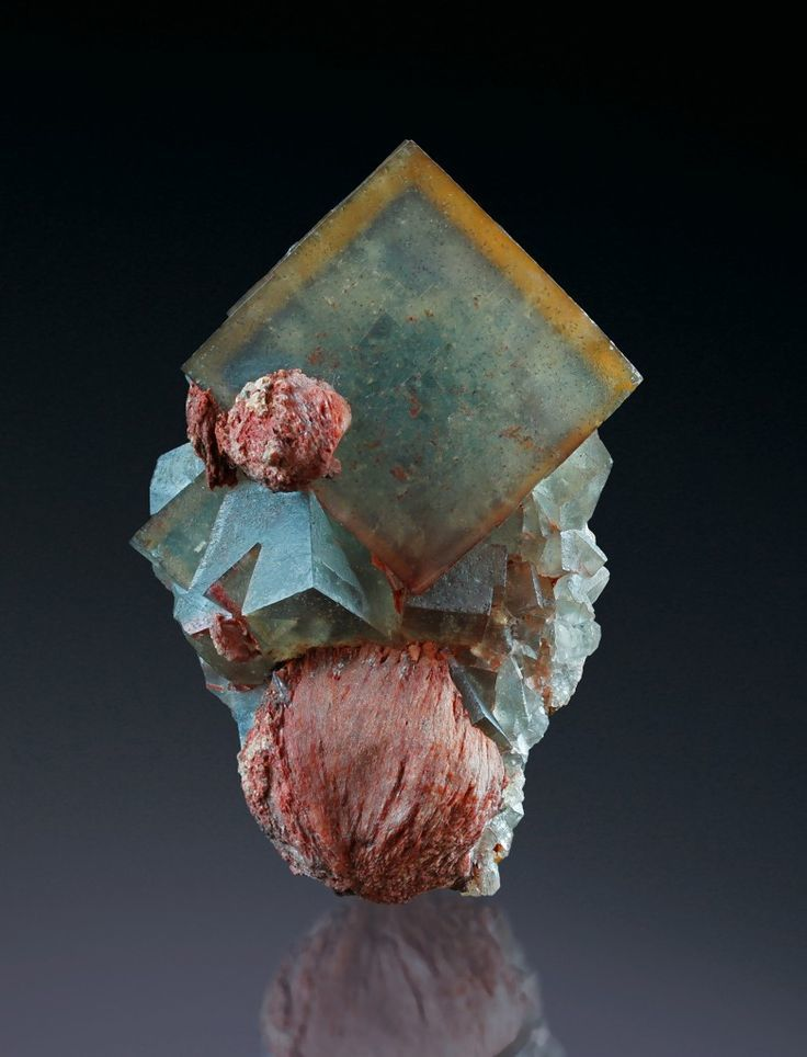 Fluorite with Baryte from El Hamman, Morocco (Specimen and Photo: Martin Gruell)