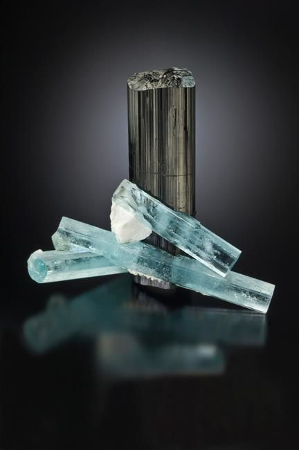 Aquamarine with shorl (specimen and photo by Jeff Scovil)