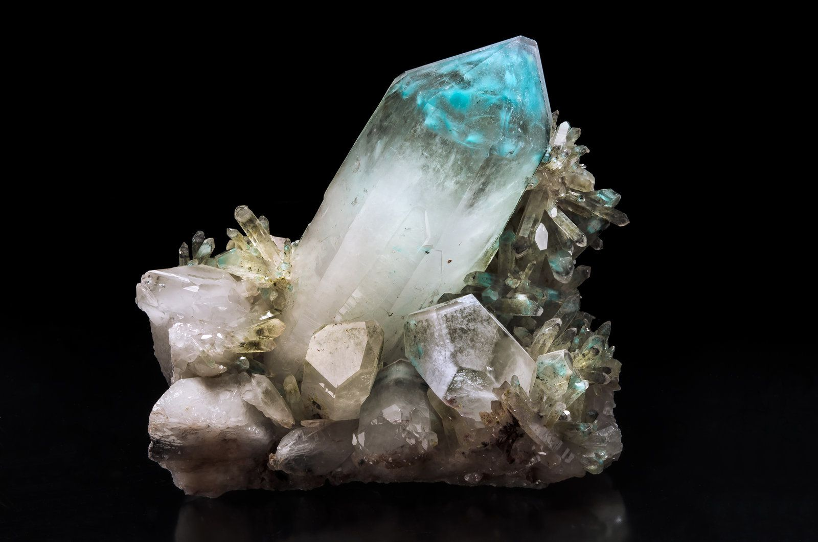 Ajoite in Quartz from Messina mine, South Africa (Photos: Thomas Spann)