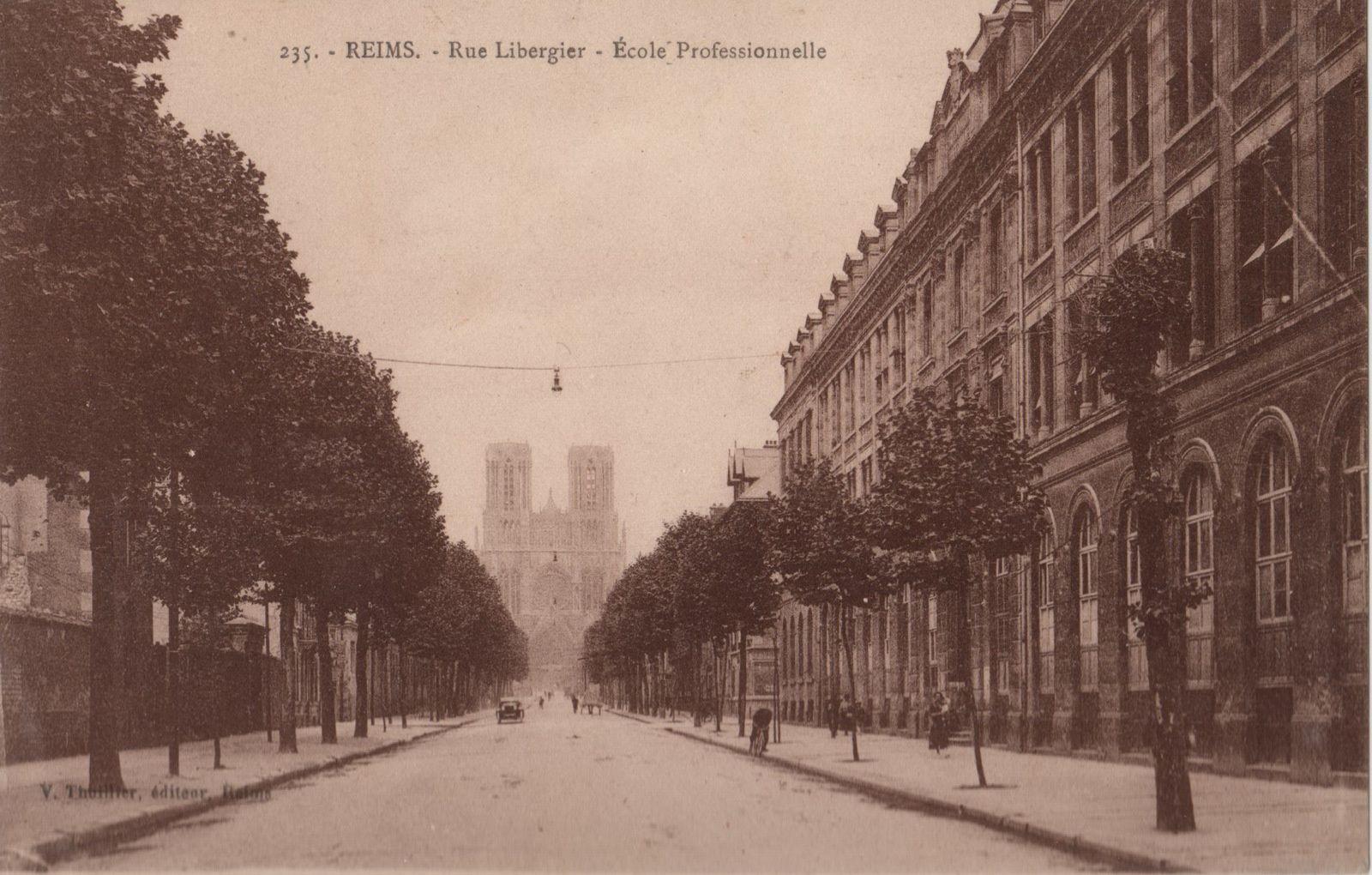 A droite, l'Ecole professionnelle, actuel Lycée Libergier