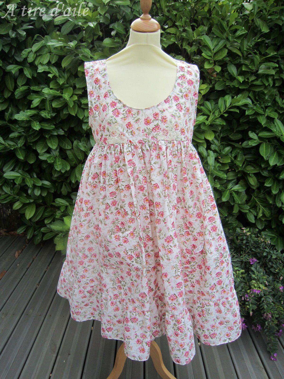 La robe sera en vente sous forme de kit prochainement. La boutique sera au nom d'A-tire-d-aile, sur A litte mercerie, à la rubrique couture, puis kits.
