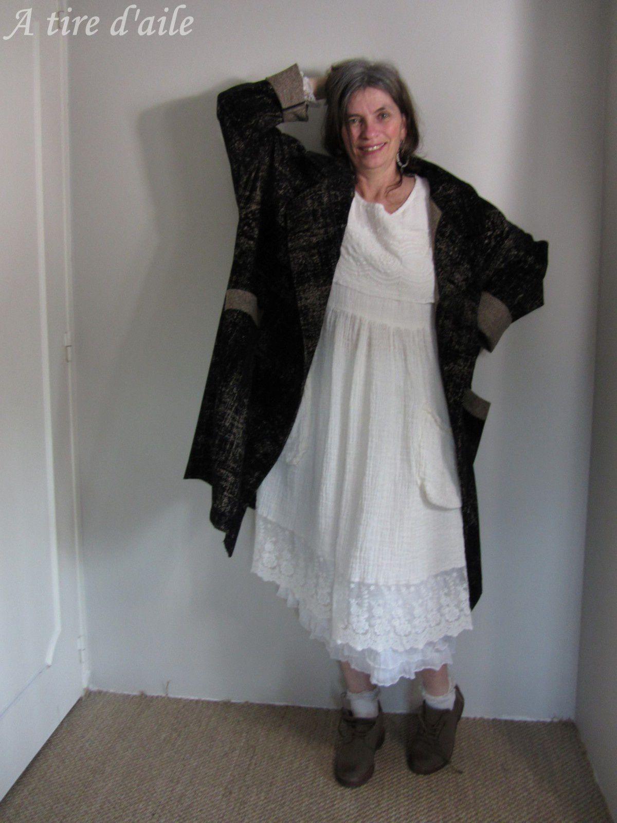 Manteau en velours, robe en lin, robe camouflage, pantalon en tweed, robe chasuble en lin...Tout un défilé !!