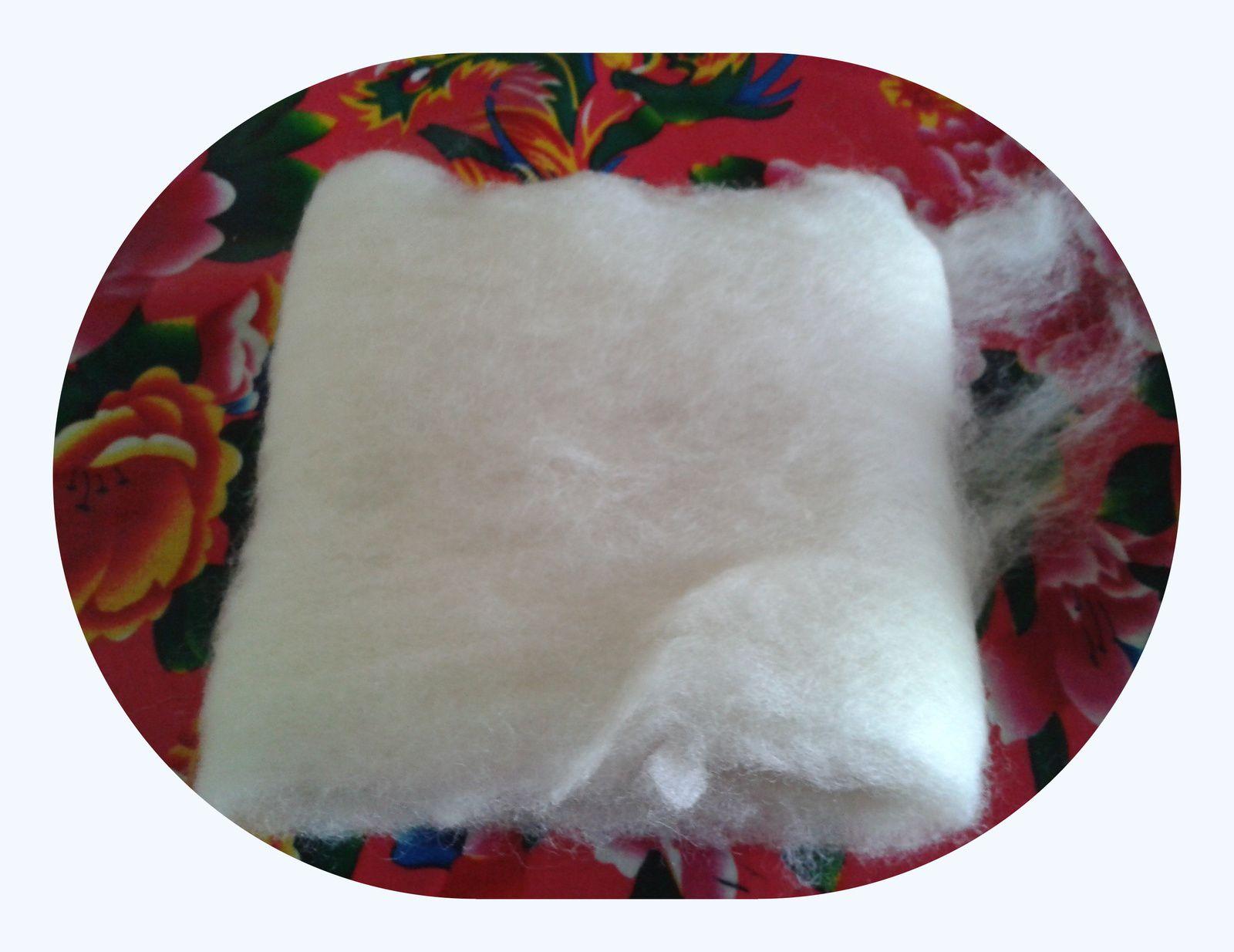 Je démarre avec ma laine cardée blanche...