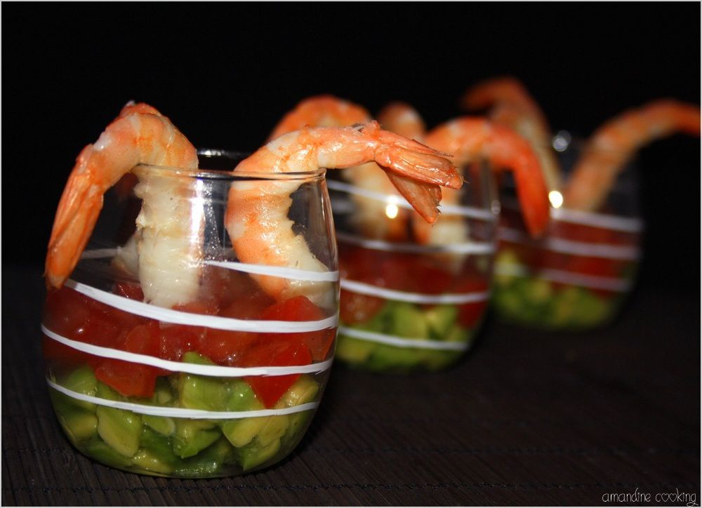 Verrines au tartare d 39 avocat tomate et crevettes for Entree simple originale