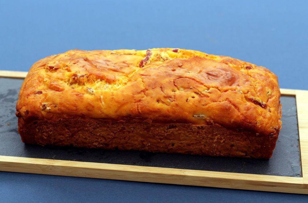 Gâteau au yaourt salé au bacon et fromage