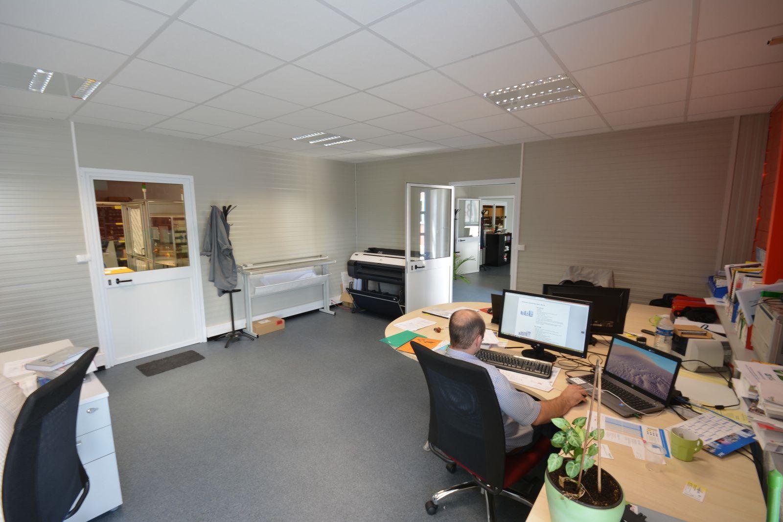 Cognac (16) : Bureau modulaire isolé en kit de 112m² aménagé