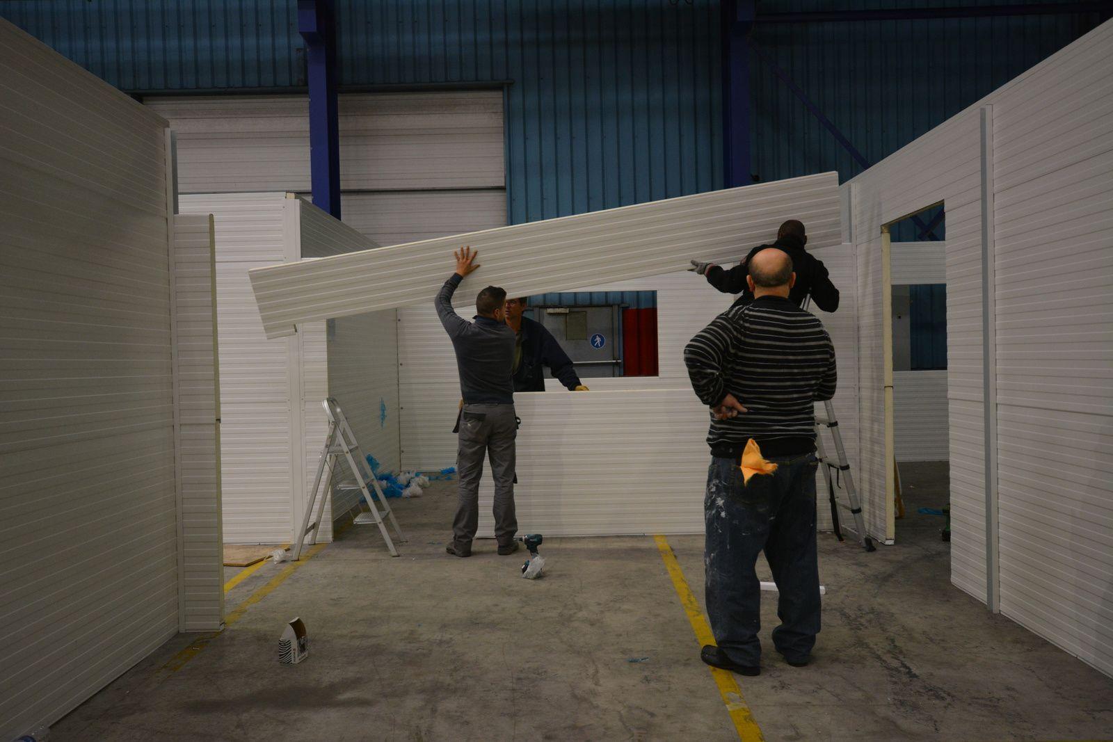 Sambreville (Belgique) : montage du bureau d'atelier isolé en kit de 310m2