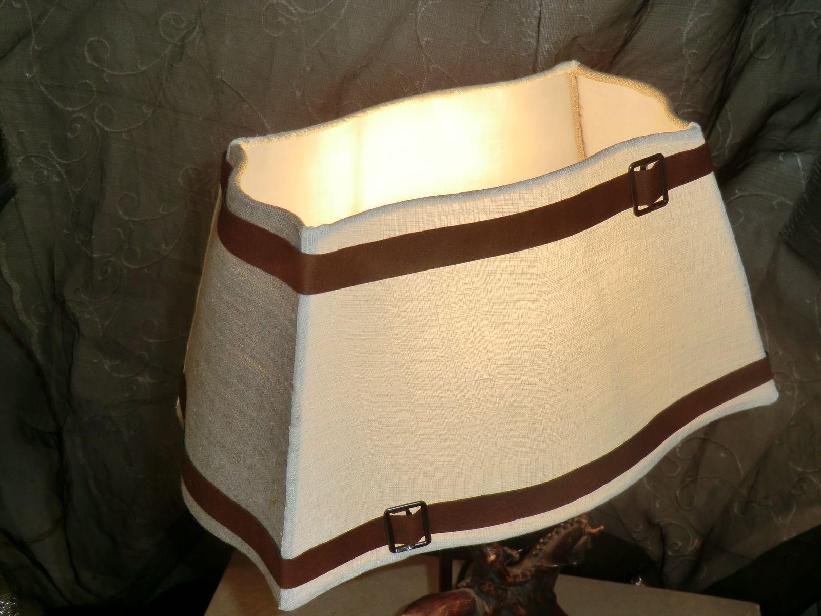 abat jour carr alsacien cuir et lin les abat jour d. Black Bedroom Furniture Sets. Home Design Ideas