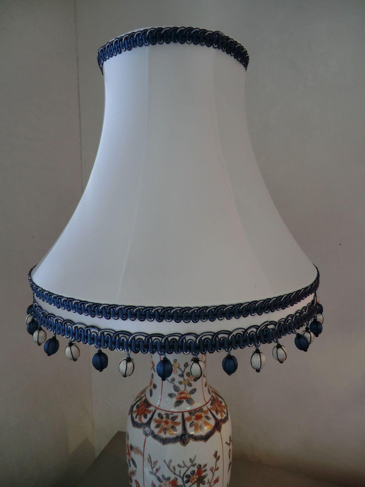 abat jour pagode bandeau soie et pompons les abat jour d. Black Bedroom Furniture Sets. Home Design Ideas