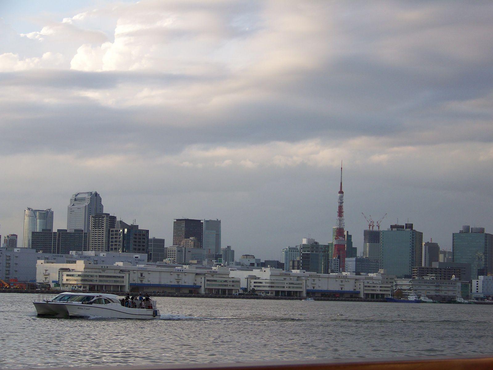 Tokyo vu d'un bateau