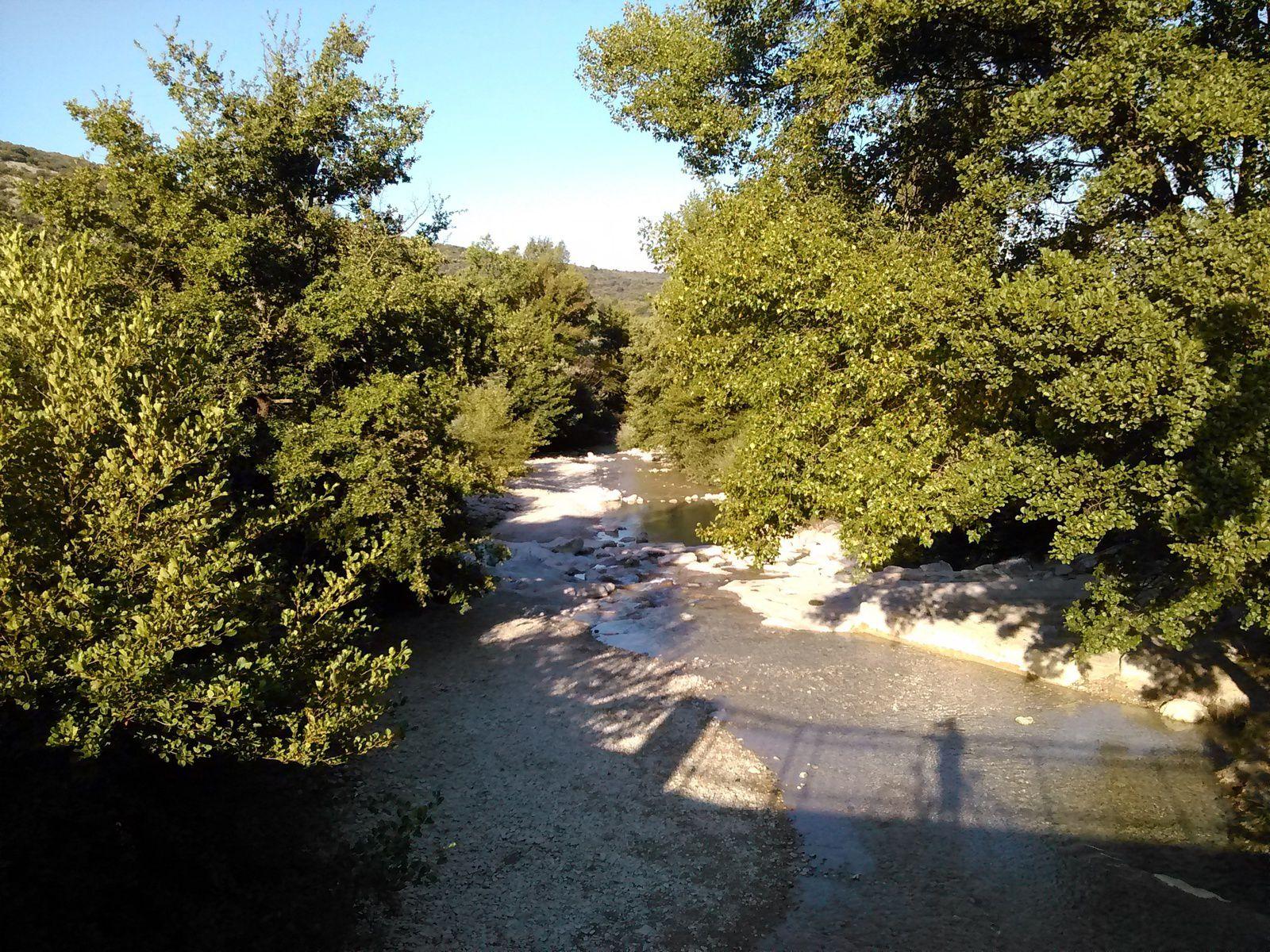 Le pont qui enjambe la rivière du Toulourenc