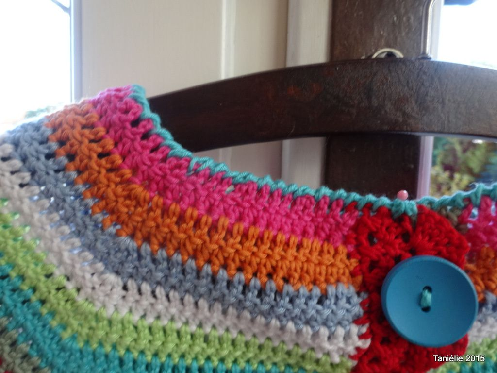 &quot&#x3B;Azalée&quot&#x3B; un gilet multicolore au crochet  pour petite fille
