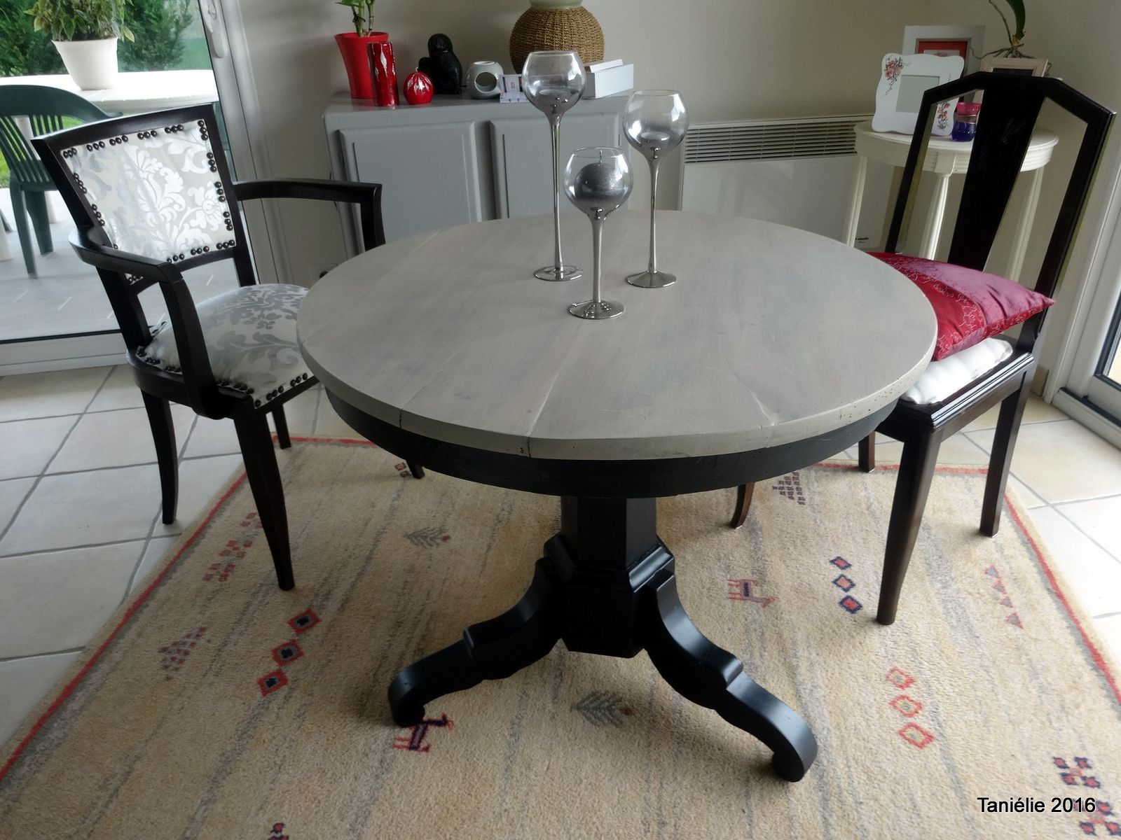 La vieille table ronde relook e avec un peu de fil for Table un pied