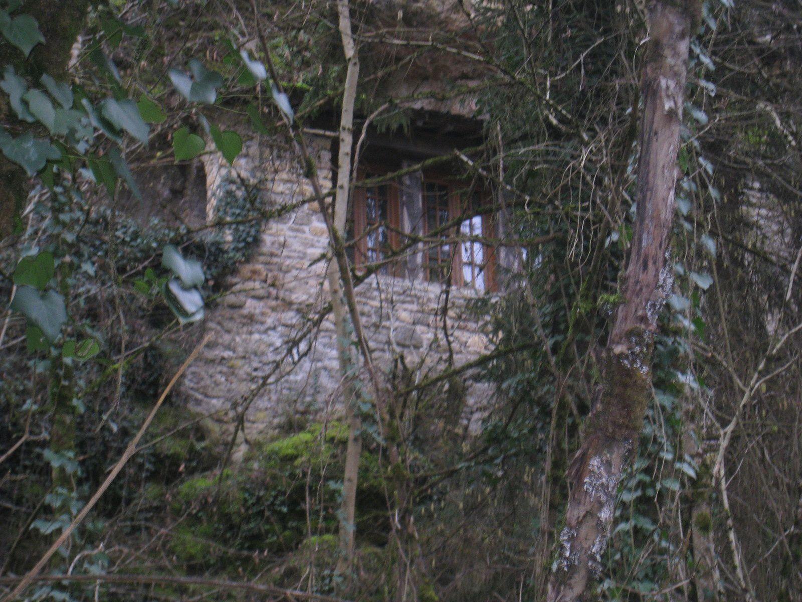 Une maison troglodyte au dessus de la Vézère.