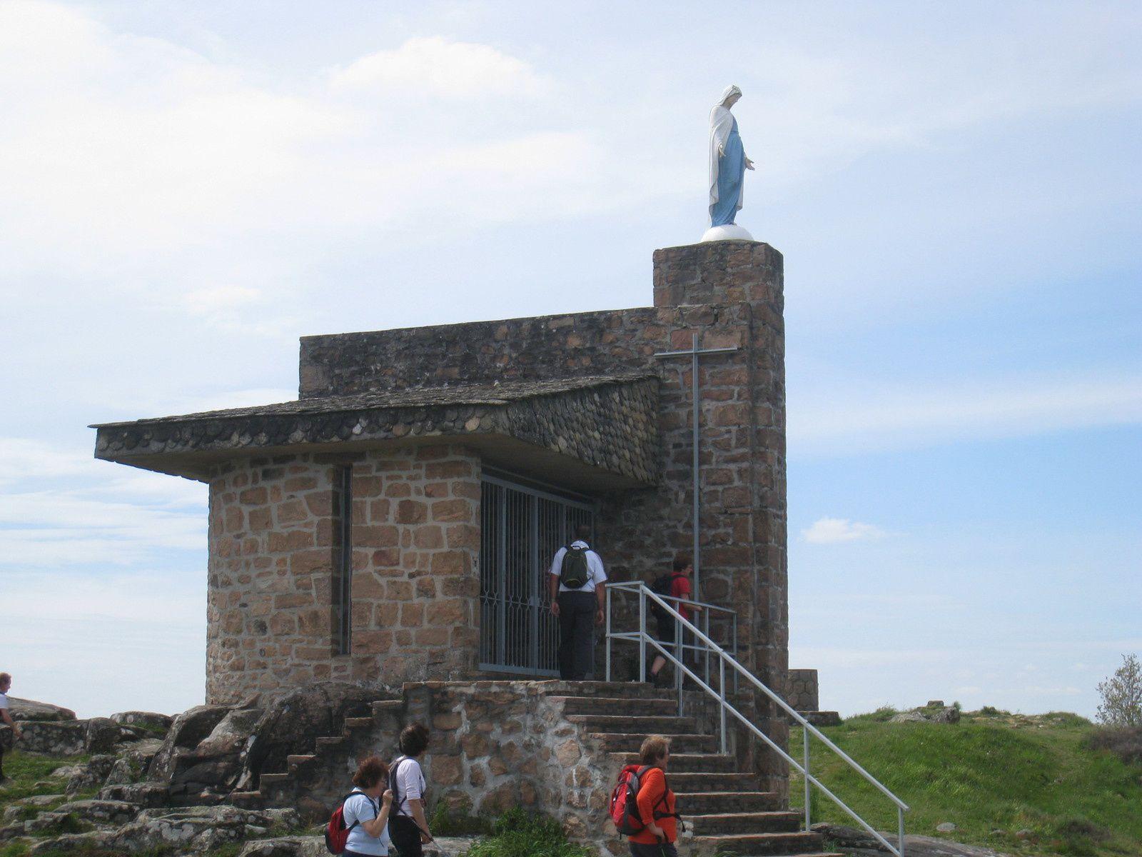 Nous voilà à la Vierge de la Roche de Vic.