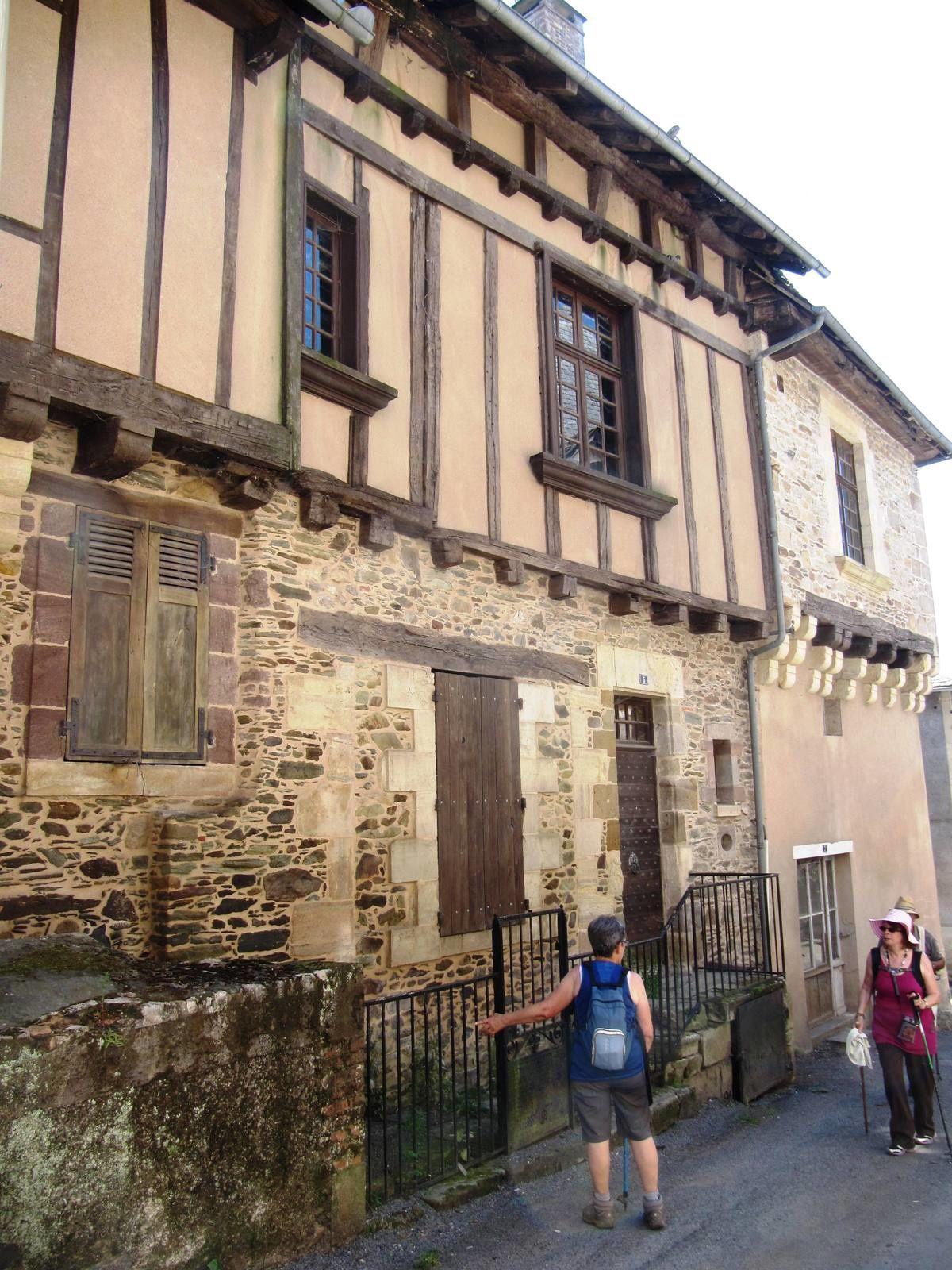 Maison ancienne dans le bourg.