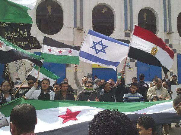 drapeau Israelien dans une manifestation de rebelles syriens, dont on connait l'Islamisme... Israel, Salafistes, même combat!