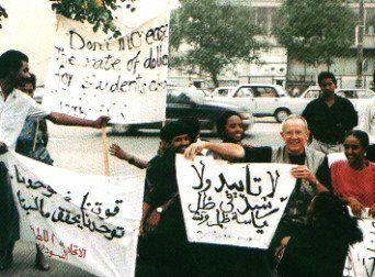 Jean Thiriart manifeste au coté des étudiants palestiniens à Moscou