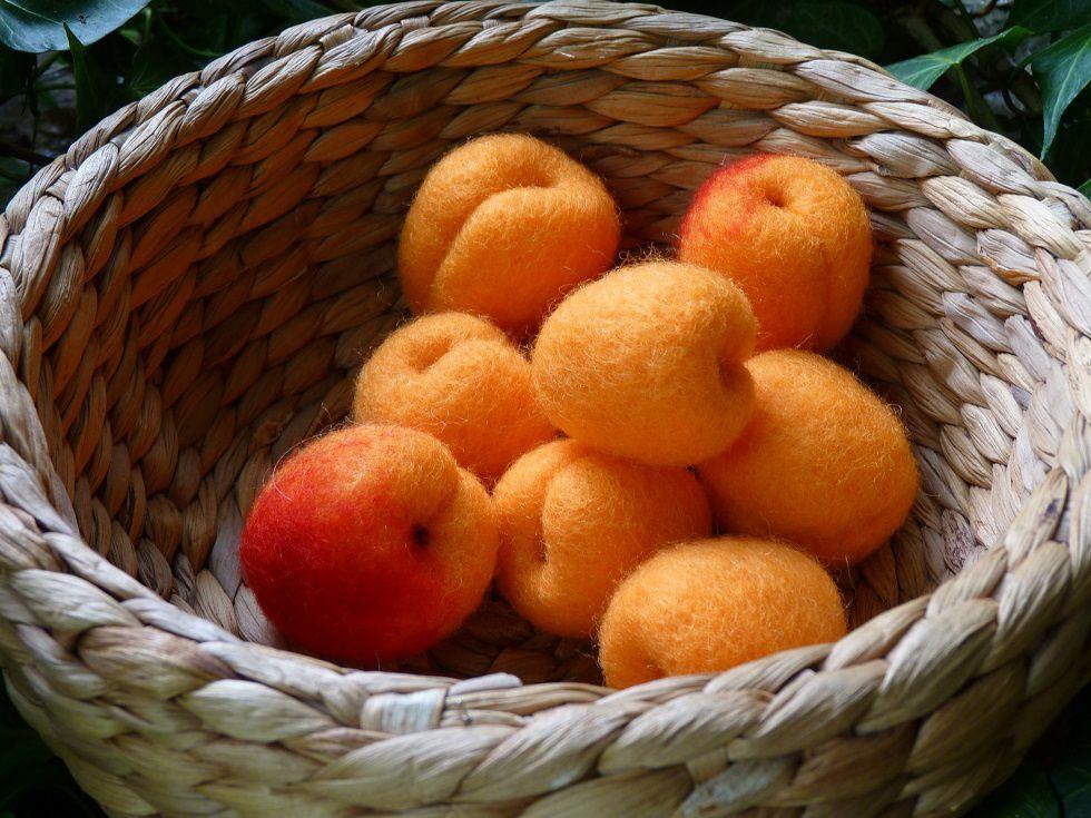 Humm des abricots... en laine cardée !
