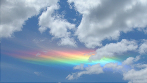 Nuage iridescent. Source: http://sweetrandomscience.blogspot.fr/2013/07/la-trilogie-meteorologique-episode-1-la_6.html
