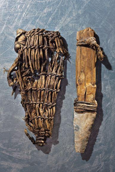 Le couteau en silex à manche de frêne et étui en fibres d'ortie de l'homme d'Ötzi (Chalcolithique, vers 2500 ans av. J.C)